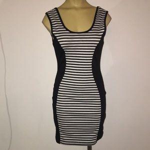 Dresses & Skirts - Round cut neck slimming design dress